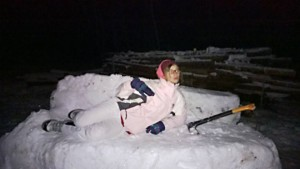 julia_auf_rowila-schneecouch